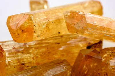 Imperial topaz crystals with their color, texture and formation characteristics